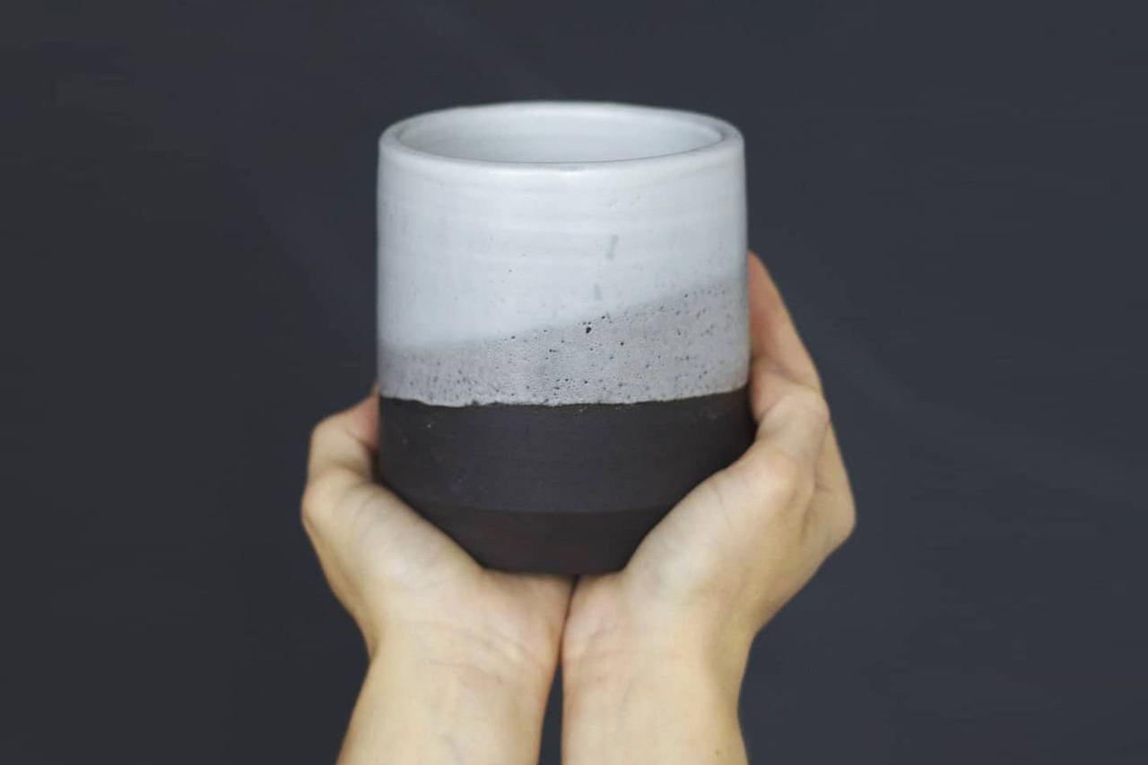 Tasse en Grès Noir par SeijA - Séverine Jacob